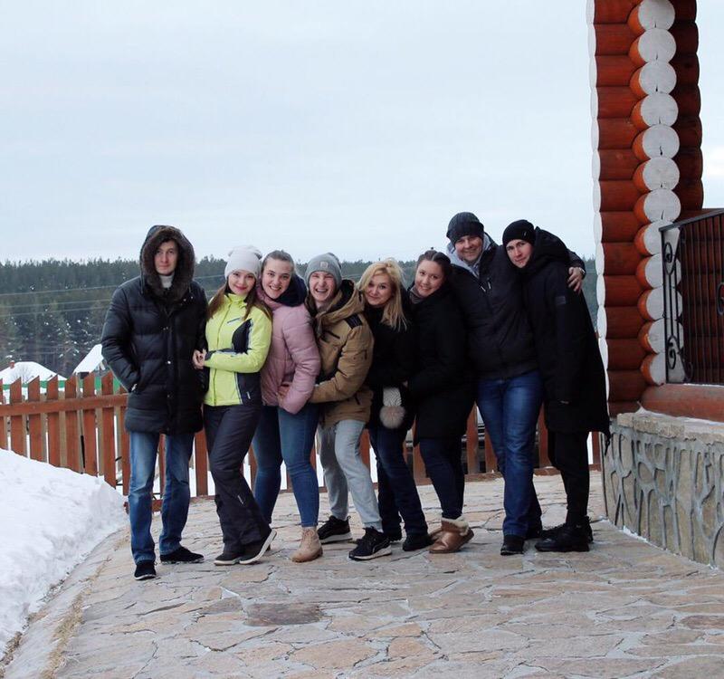 С компанией друзей в Русскую Деревню